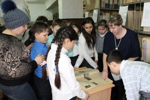 Не пыльные подшивки. Варненские школьники листали страницы истории района
