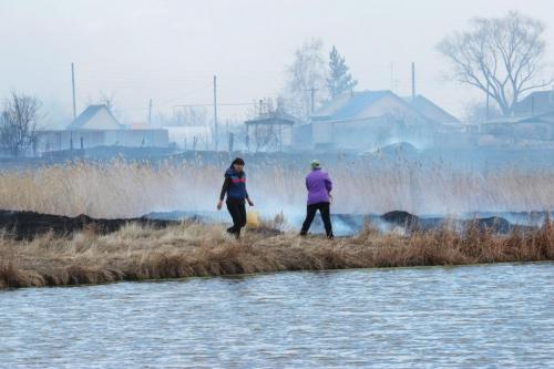 Жители помогали пожарным. Вчера в Варненском районе едва не сгорел посёлок Новопокровка