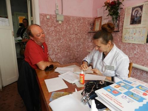 Десант со стетоскопами. Медики-волонтёры приняли пациентов посёлка Алатырка
