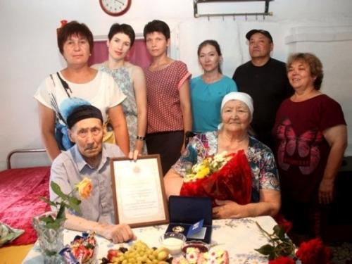 Любовь и верность отметили медалью. Браку Разии и Серикбая Кашкарбаевых в сентябре исполнится 57 лет