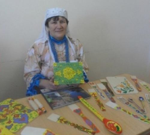 Мастерство в наследство. Рукодельница из Чесменского района обучала татарской росписи малышей из Варны