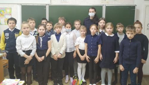 Повторение – мать учения. Сотрудники варненской полиции обсудили со школьниками российские законы