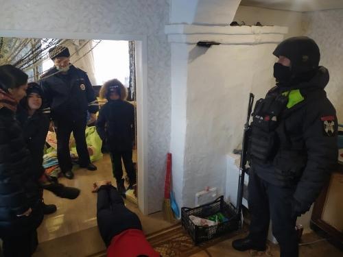 «Не надо было трогать бабушку!» Магнитогорский ОМОН помог пенсионерке из Варненского района