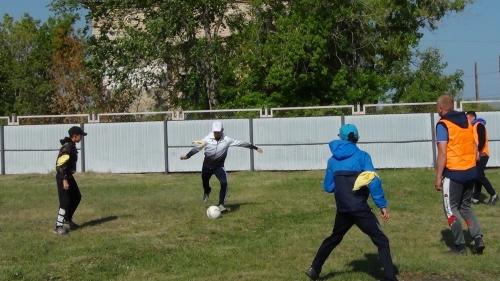 Победила дружба. Варненские полицейские сыграли в футбол с ребятами из подшефного детского дома